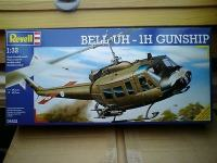 Maketa helikopter BELL UH-1H GUNSHIP 1/32